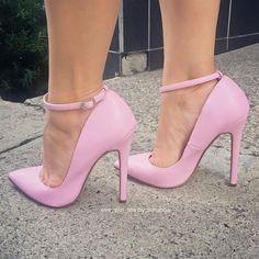 "392 Likes, 4 Comments - Annshoe (@annshoe) on Instagram: ""New edit for my hun @eve_san_tos #liliana #pinkpumps #stilettos #fashion #fashionaddict…"""