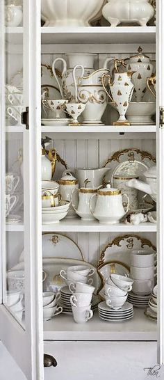 Eye For Design: Decorate With The White And Gold Combination For Trendy Interiors
