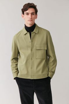 COTTON-TWILL SHIRT JACKET - Light khaki green - Coats and Jackets - COS Stylish Men, Men Casual, Teenage Boy Fashion, Outfits Hombre, Winter Outfits Men, Mens Trends, Twill Shirt, Fashion Moda, Shirt Jacket