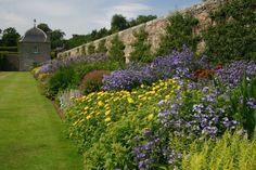 How to create borders in your garden - The English Garden Flower Garden Borders, Landscape Design, Garden Design, Scotland Tours, Herbaceous Border, Home And Garden Store, Farm Gardens, English Gardens, Native Plants