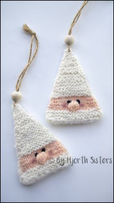 CityHjorthSisters: Free Recipe: Knitted Santa Claus to hang .- CityHjorthSisters: Free Recipe: Knitted Santa Claus to hang up Knitting bordado – Knit Christmas Ornaments, Christmas Crafts, Santa Ornaments, Knitted Christmas Decorations, Crochet Christmas Trees, Xmas, Santa Christmas, Afghan Patterns, Crochet Patterns