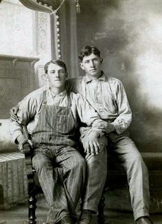 Here's a collection of turn of the century photos of men being affectionate with each other. Gay or not, these are pretty cute. Vintage Children Photos, Vintage Couples, Cute Gay Couples, Couples In Love, Vintage Love, Vintage Men, Lgbt Couples, Vintage Sailor, Retro Men