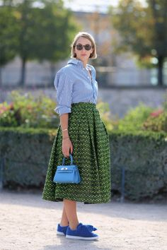 7.full-skirt and trainers_La Selectiva
