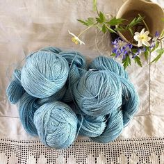 I've gotten some good pattern ideas for this pile of linen yarn 💜 Now it's just a matter of choosing one! And finishing something before I cast on. I'm itching to start, but feel like I have too many things on the needles at the moment. • • • #linenyarn #summerknitting #ourmakerlife #yarnlove #knitting_inspiration #knittersofig #knittersofinstagram