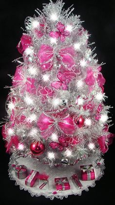 Lovely Tabletop Christmas Tree   Hot Pink / Fuchsia   Butterfly   21 Inches   50  Clear Mini Lights   Tree Skirt   Matching Presents