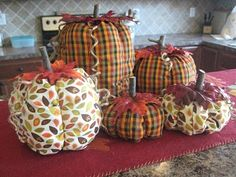 She uses plastic bags as a filler and only took a half-yard of fabric and twine! Savvy Chic Home: Fabric Pumpkins- Ohh the Options! Diy Pumpkin, Pumpkin Crafts, Cute Pumpkin, Pumpkin Carving, Pumpkin Ideas, Sweater Pumpkins, Fall Pumpkins, Fun Diy Crafts, Fall Crafts