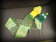 This is a crochet scarf with hand puppets attached to the end. This way your child can have fun AND keep his or her hands warm! Ceej would like this I am sure. Crochet Scarves, Knit Crochet, Puppet Patterns, Hand Puppets, Cowl Scarf, Crochet For Kids, Hand Warmers, Baby Knitting, Your Child