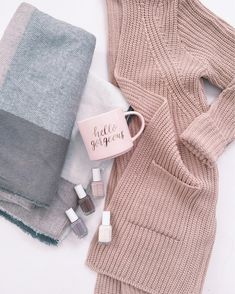 Fall feels // cozy chunky cardigan + Fall nail polish colors + hello gorgeous mug