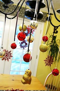 Love it :) Brassy Apple: Christmas Ball Ornament Chandelier tutorial Merry Christmas, Christmas On A Budget, Christmas Hacks, Christmas Love, All Things Christmas, Holiday Fun, Christmas Holidays, Christmas Crafts, Christmas Ornaments