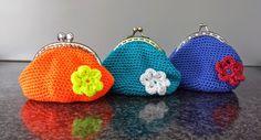 gratis patroon geldbeugel free crochet pattern coin purse by natasha Coin Purse Pattern, Crochet Coin Purse, Crochet Pouch, Diy Crochet And Knitting, Purse Patterns, Crochet Purses, Crochet Gifts, Crochet Hooks, Free Crochet