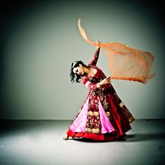Helia Bandeh - Master in Persian Dance   If you have the change to take a workshop or see a show by Helia Bandeh do so, don't miss it! Helia Bandeh gives workshops worldwide. Contact us if you want to book Helia Bandeh for performance or Persian Dance workshops. www.helia.nl