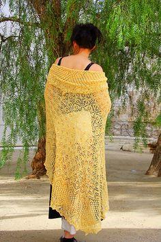 Ravelry: Ju Hua, a circle shawl pattern by bunnymuff