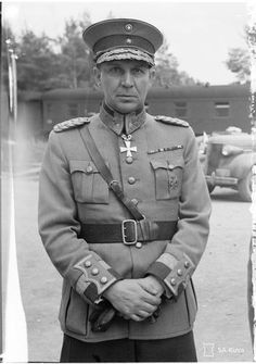 Major General Paavo Talvela (1897-1973) He was awarded the Mannerheim Cross 3 August 1941 and was the second recipient of the award.
