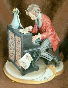 Fine signed Capo di Monte figure 'The Pianist' £129.99