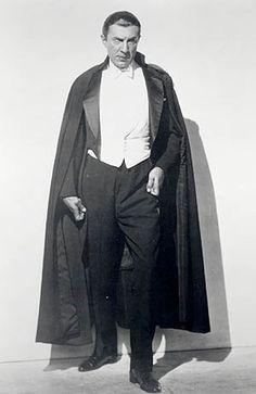 Publicity still of Bela Lugosi as Count Dracula. Source: Classic Horror Movie Memorabilia Forum. #dracula #v