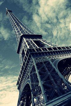 Paris « Mais Paris est un véritable océan. Jetez-y la sonde, vous n'en connaîtrez jamais la profondeur ».  Honoré de Balzac