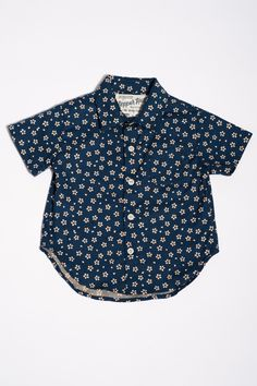 The Short Sleeve Hopper Shirt | Blue With Cream Flowers https://18waits.com/collections/spring-summer-2017/products/hopper-hunter-short-sleeve-hopper-shirt-blue-w-cream-flowers