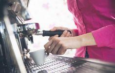 """Kawowy zawrót głowy, czyli dylemat smakoszy klasycznej """"małej czarnej"""" – na jaki rodzaj ekspresu postawić, aby nie żałować wydanych pieniędzy? Sprawdź >> http://bit.ly/1N1jJ7O"""