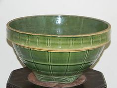 Large Vintage McCoy Pottery Mixing Bowl, I have this! Mccoy Pottery Vases, Antique Pottery, Antique Decor, Pottery Bowls, Pottery Art, Vintage Bowls, Vintage Kitchenware, Vintage Glassware, Antique Stoneware