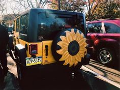 Sunflower tire covered painting and yellow Jeep My Dream Car, Dream Cars, Bugatti, Jeep Cars, Jeep Jeep, Jeep Truck, Car Goals, Cute Cars, Pretty Cars