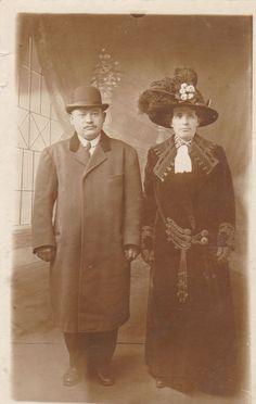 VINTAGE PHOTO POSTCARD WOMAN GLAMOUR HAT MAN LONG COAT CINCINNATI USA