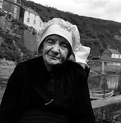 Photo: John Gay North Yorkshire, Working Woman, Traditional Outfits, Vintage Photos, Gay, Folklore, Attic, Britain, Image