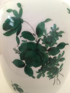 ugarten Wien Porcelain Vase (Royal Vienna), Maria Theresia Green Rose Pattern (#5098), Belvedere Shape, Circa 1925. 19 cm