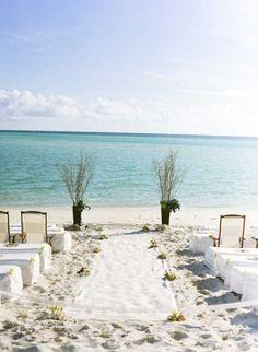 Mais #fotosdecasamento http://enfimnoivei.com/casamento-simples-praia/ #enfimnoivei