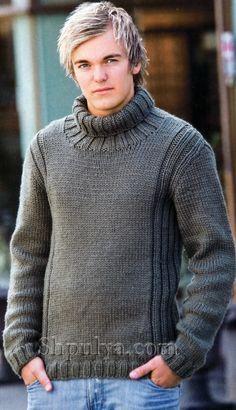 Серый мужской свитер, связанный спицами