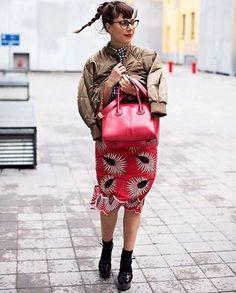 FASHION WEEK BAG GAME: Falltouch of red via Givenchy Antigona