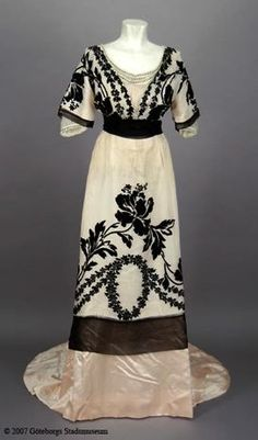 Evening dress, 1910's From the Göteborgs Stadsmuseum - Fripperies and Fobs