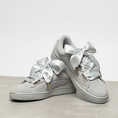 Waiting for the redirectiron. Puma Bow Sneakers, Girls Sneakers, Shoes Sneakers, Puma Suede Outfit, Best Running Shoes, Nike Running, White Nike Shoes, Shoe Show, Pretty Shoes