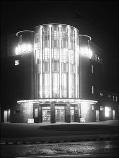 The Abbey Cinema, Wavertree, Liverpool. This cinema closed in the late I saw lots of films here when I was a kid, it had a fabulous screen and a beautiful art deco interior. Liverpool Museum, Liverpool History, Liverpool Home, Streamline Moderne, Cinema Theatre, Modern Art Deco, Historical Pictures, Art Deco Design, Art Deco Fashion