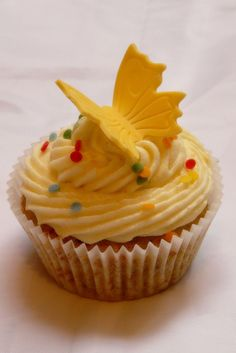 """Hummingbird"" Cupcakes  (With bananas, pecans, white chocolate & pineapple.  Topped with orange creamsicle frosting)"