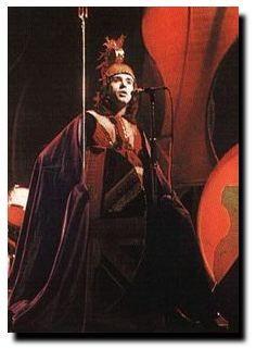 Peter Gabriel in Genesis - Dancing with the Moonlit Knight - 1973