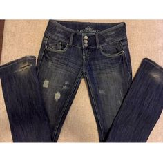 Women's Almost Famous Jeans Size 3 In good condition and super cute. Skinny straight leg. Relaxed stretch denim. From a non smoking home. Feel free to message me with any questions.  Waist: 28 Hips: 36 Inseam: 32 OutSeam: 40 Rise: 7.5 Almost Famous Jeans Straight Leg
