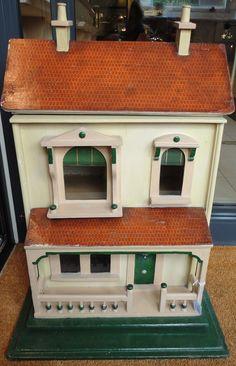 Tennants Auctioneers: Circa 1910 G & J Lines No 30 Dolls House