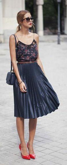 jupe corolle splendide, design plissé en noir satiné