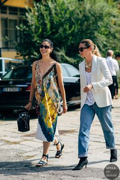 Caroline Issa and Sophie Pera between the fashion shows. The post Milan SS 2019 Street Style: Caroline Issa and Sophie Pera appeared first on STYLE DU MONDE Milan Fashion Week Street Style, Spring Street Style, Milan Fashion Weeks, Paris Fashion, Street Chic, Street Look, Street Wear, Athleisure Trend, Athleisure Fashion