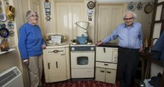 This elderly couple bought their household appliances In 1950s, 50 years later they still work! - Info