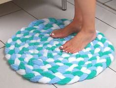 Как сделать коврик для ванны из старых полотенец 380
