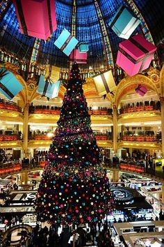 Galeries Lafayette, Noël, Paris via The Wine Bottle Paris Christmas Market, Christmas Tale, Christmas Scenes, Diy Christmas Tree, Christmas Tree Decorations, Galeries Lafayette, Lafayette Paris, Day Trip From Paris, Holidays Around The World