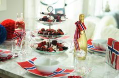 17 mai bordet vårt+ tips Constitution Day, Public Holidays, Norway, Table Decorations, Tips, Dinner Table Decorations, Counseling