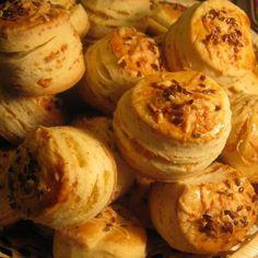 Joghurtos-sajtos pogácsa Recept képpel - Mindmegette.hu - Receptek Savory Pastry, Scones, Breads, Biscuits, Garlic, Sweet Treats, Food And Drink, Sweets, Snacks