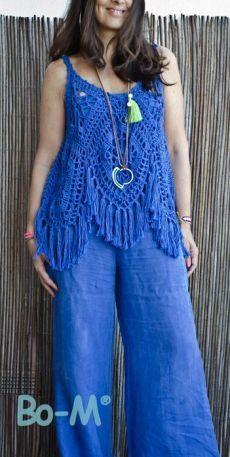 New crochet granny square poncho yarns Ideas Pull Crochet, Crochet Granny, Crochet Lace, Crochet Summer Tops, Crochet Tops, Crochet Woman, Crochet Slippers, Crochet Cardigan, Crochet Fashion