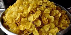 26 Traditional Indian Foods That Will Change Your Life Forever, Banana chips are way better then potato chips girl Spicy Appetizers, Savory Snacks, Yummy Snacks, Snack Recipes, Cooking Recipes, Indian Snacks, Indian Food Recipes, Vegetarian Recipes, Curry Recipes