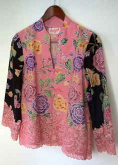 manis banget!                                                                                                                                                     More Batik Blazer, Blouse Batik, Batik Dress, Blouse Dress, Batik Fashion, Hijab Fashion, Fashion Outfits, Womens Fashion, Kurta Designs