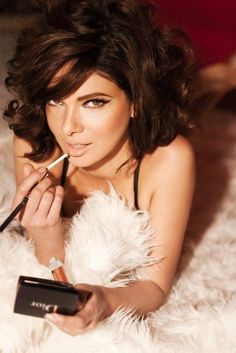 Sultry make up for brunettes... Pin up style!