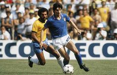 Paolo Rossi is certainly one among top strikers in the world. Paolo Rossi proved everyone wrong by winning golden boot in 1982 world cup. Fifa Football, Arsenal Football, World Football, Sport Football, Football Shirts, Roberto Baggio, 1982 World Cup, Fifa World Cup, Kids Soccer