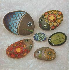 river stones painted...this looks like a project for Sue and the kids!